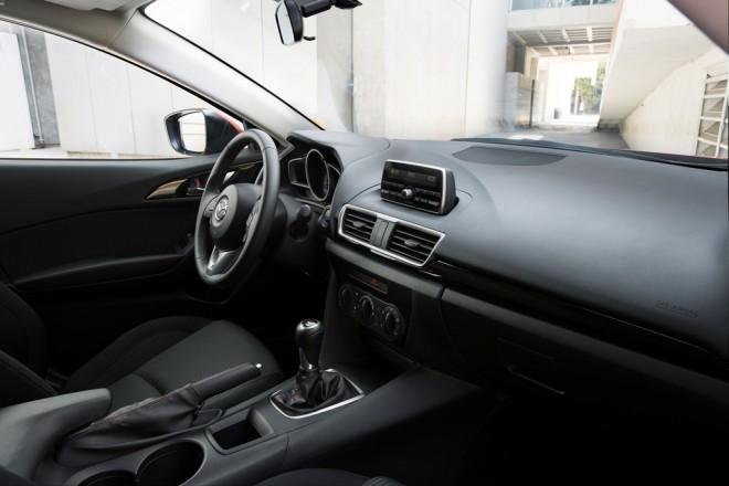 http://thenewswheel.com/wp-content/themes/patterns/timthumb.php?src=http://thenewswheel.com/wp-content/uploads/2014/01/Mazda3-Interior.jpg&q=90&w=660&zc=1