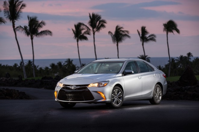 2017 toyota camry se silver the news wheel. Black Bedroom Furniture Sets. Home Design Ideas