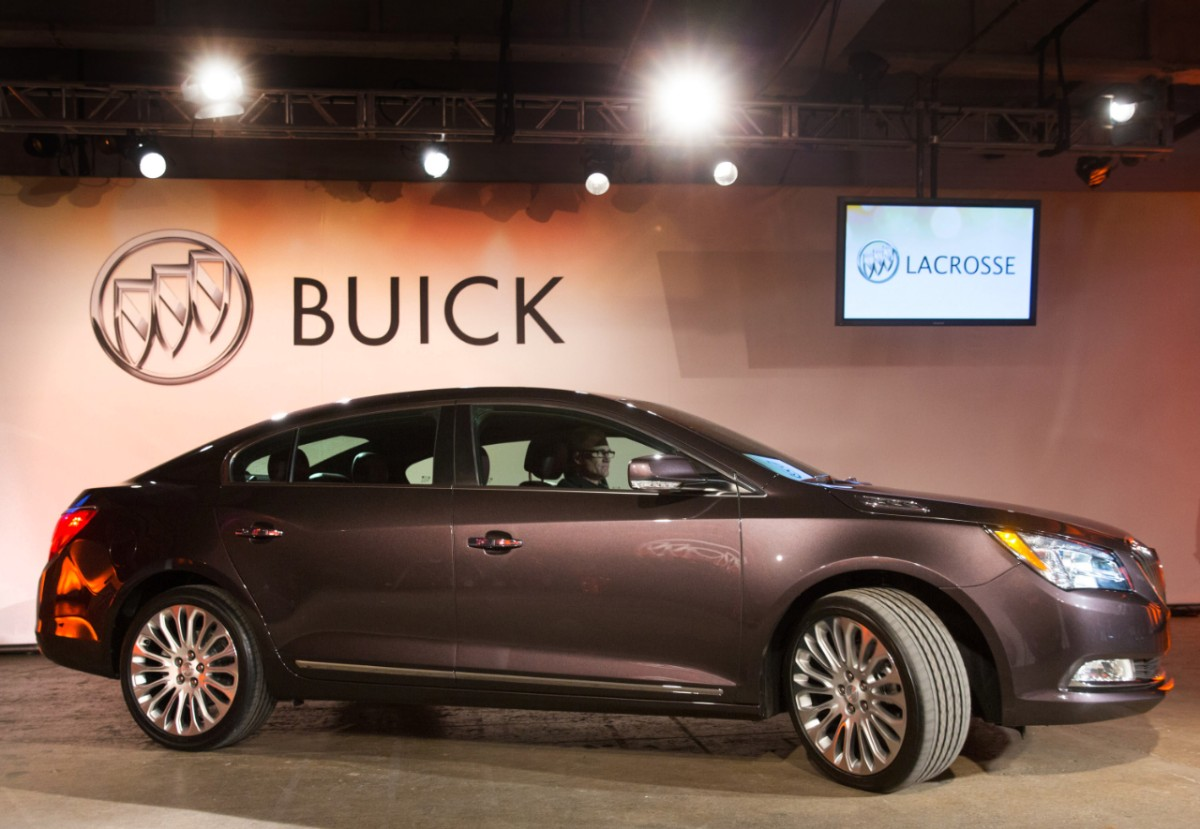 a look at the luxury of the 2014 buick lacrosse the news wheel. Black Bedroom Furniture Sets. Home Design Ideas