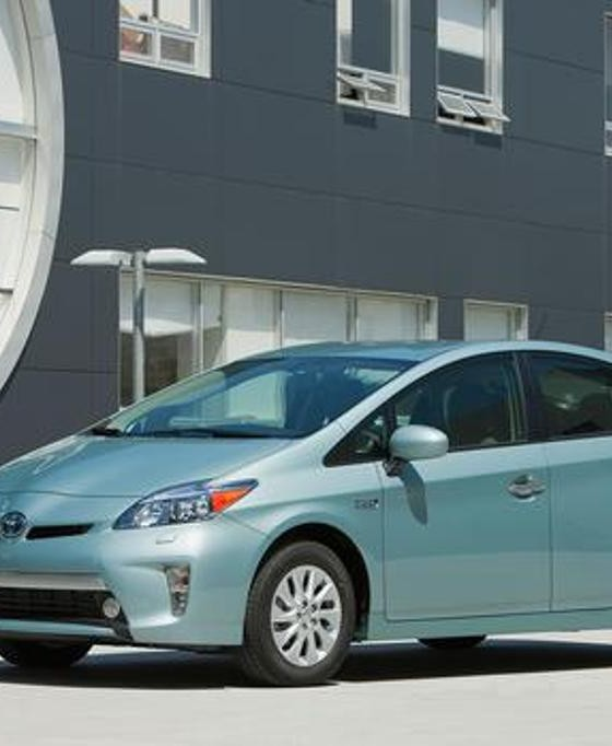 2015 toyota prius plug in overview the news wheel page 3. Black Bedroom Furniture Sets. Home Design Ideas