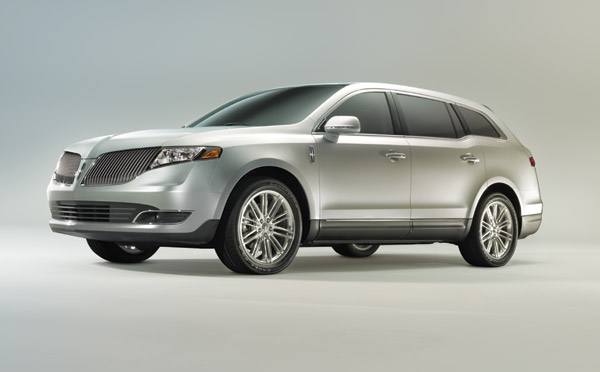 2014 Lincoln MKT Overview