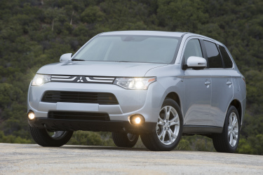 2014 Outlander Boasts KBB's Best Mid-Size SUV/Crossover Title