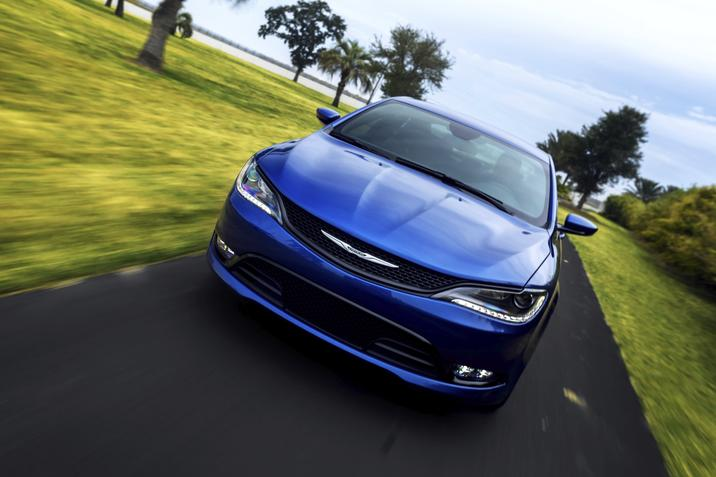 IIHS Names 2015 Chrysler 200 a Top Safety Pick Plus