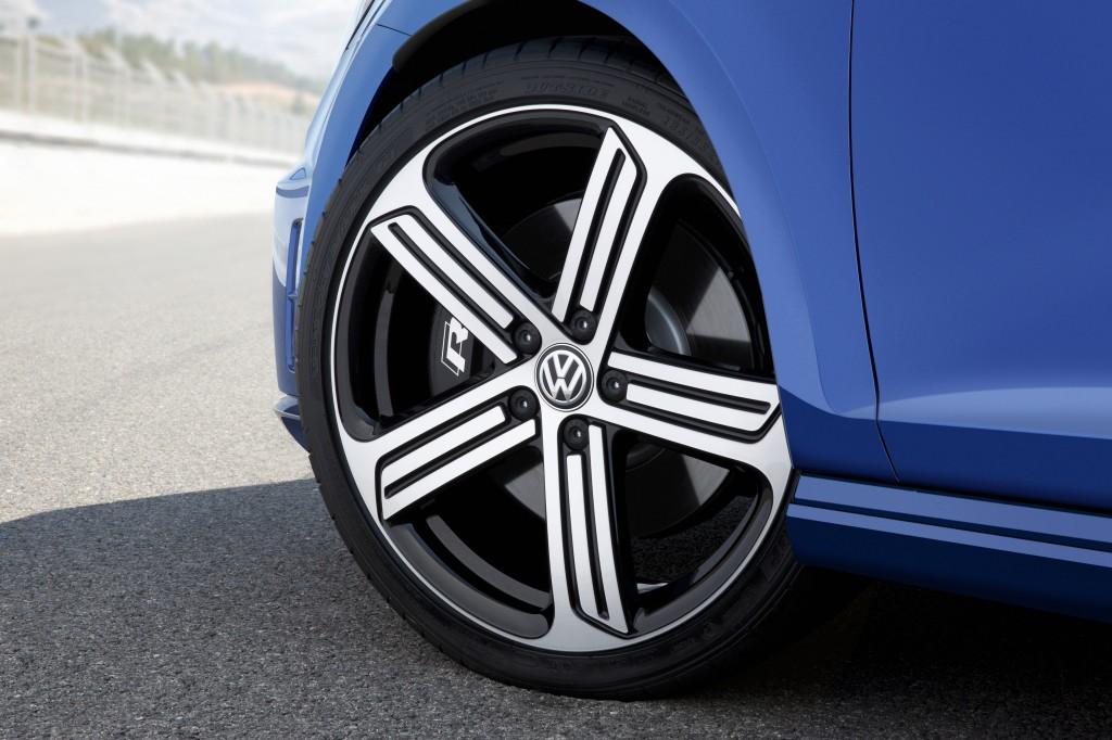 2015 Volkswagen Golf R wheel