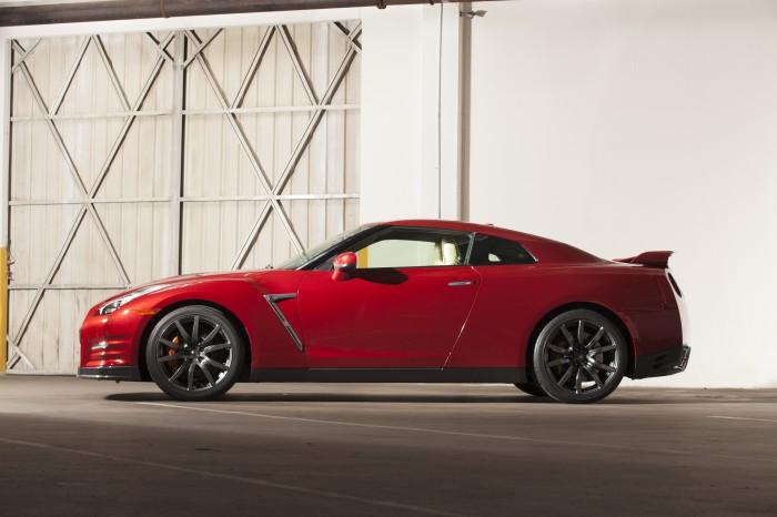 2015 Nissan GTR - Red