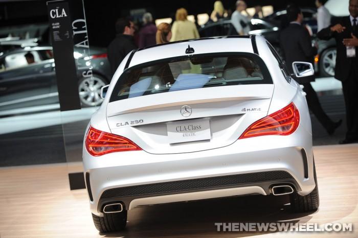Mercedes-Benz NAIAS Display: CLA-Class 4MATIC