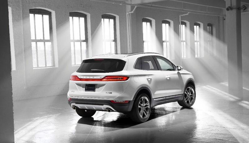 Lincoln MKC wrap-around liftgate