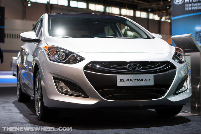 2014 hyundai elantra gt overview the news wheel. Black Bedroom Furniture Sets. Home Design Ideas