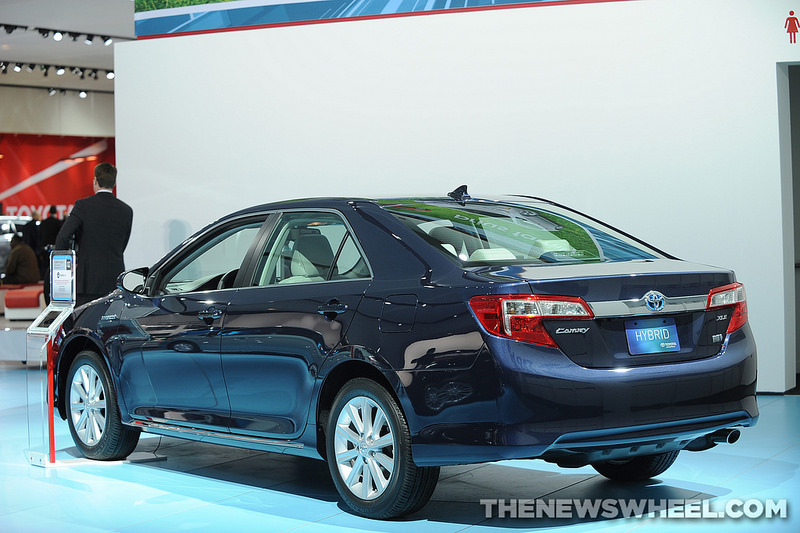 2014 toyota camry hybrid overview the news wheel. Black Bedroom Furniture Sets. Home Design Ideas