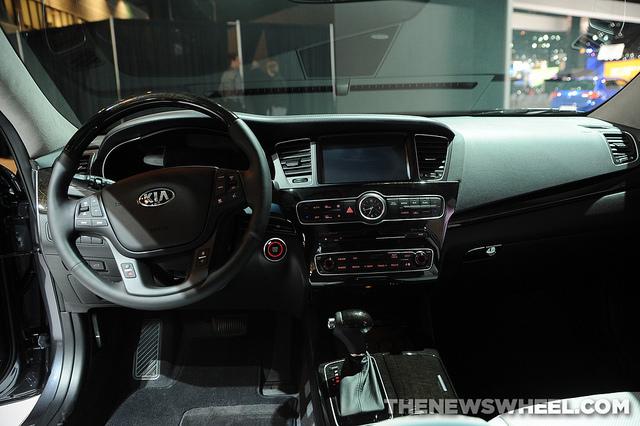 2014 Kia Cadenza Overview