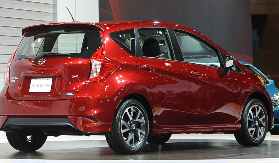 nissan versa note sr unveiled at 2014 chicago auto show the news wheel. Black Bedroom Furniture Sets. Home Design Ideas