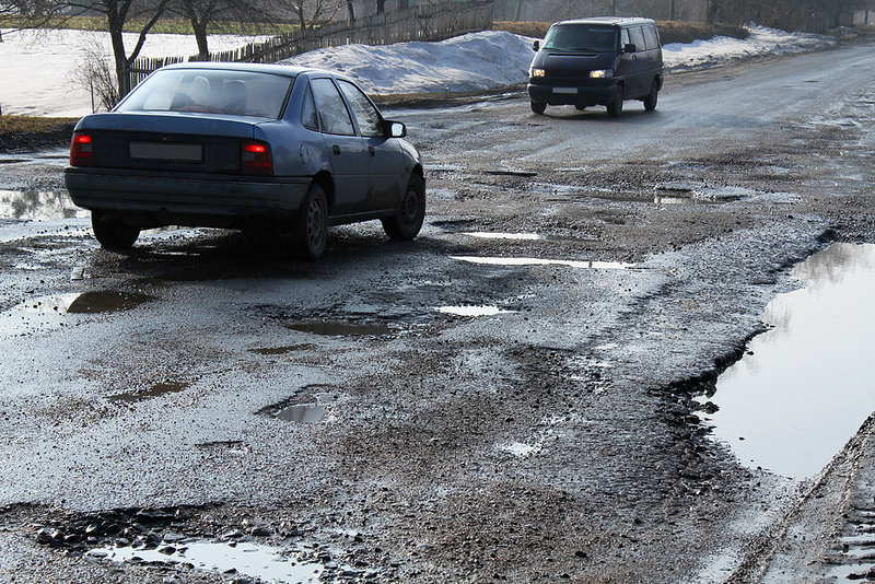 How do Potholes form