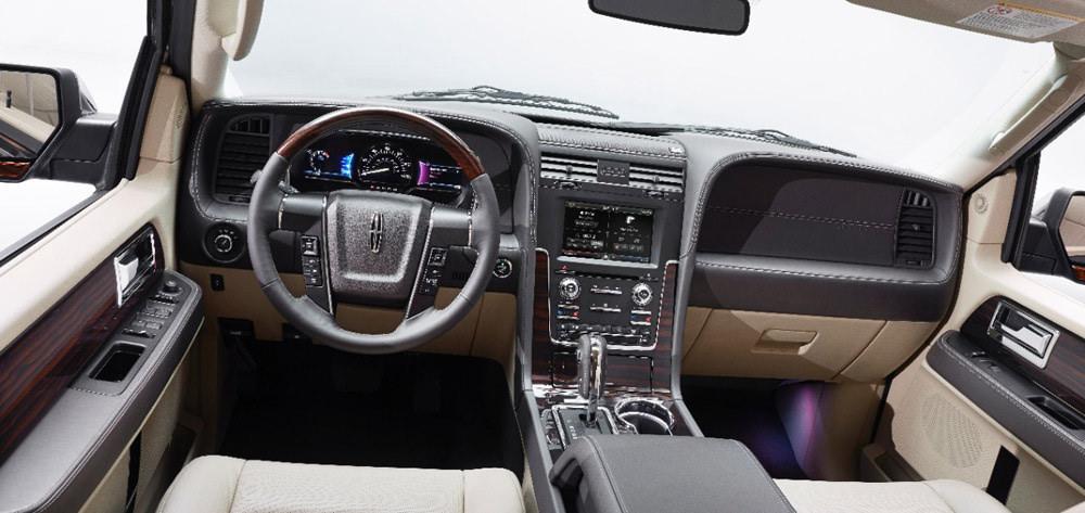 2015-Lincoln-Navigator