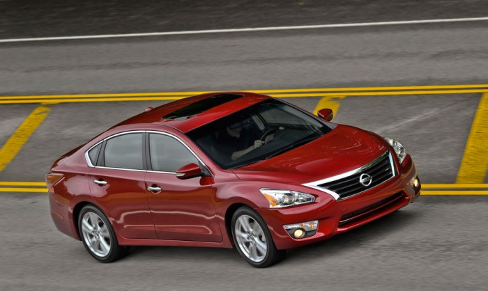 2014 nissan altima recognized by the news wheel. Black Bedroom Furniture Sets. Home Design Ideas
