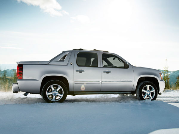 Truck Bed Bed >> 2013 Chevrolet Avalanche Overview - The News Wheel