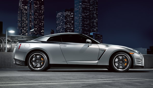 2013 Nissan GT-R Overview