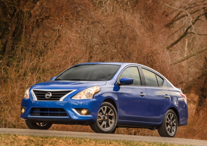 2015 Nissan Versa Sedan overview