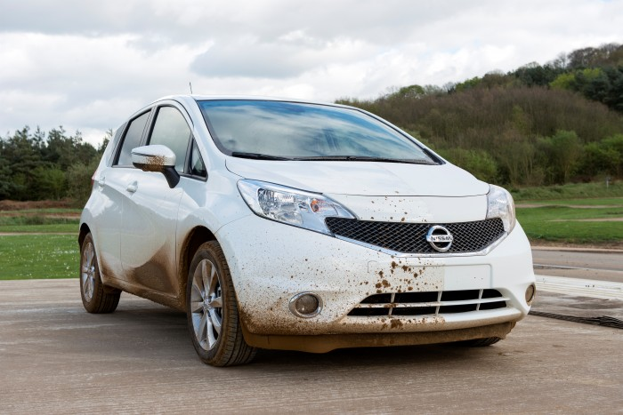 self-cleaning car - nissan note