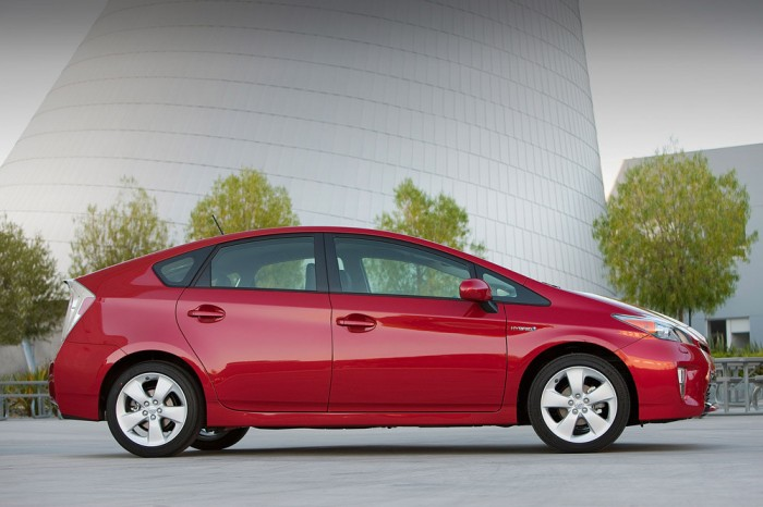Kelley Blue Book Calls 2014 Toyota Prius One of '10 Best Green Cars for 2014'