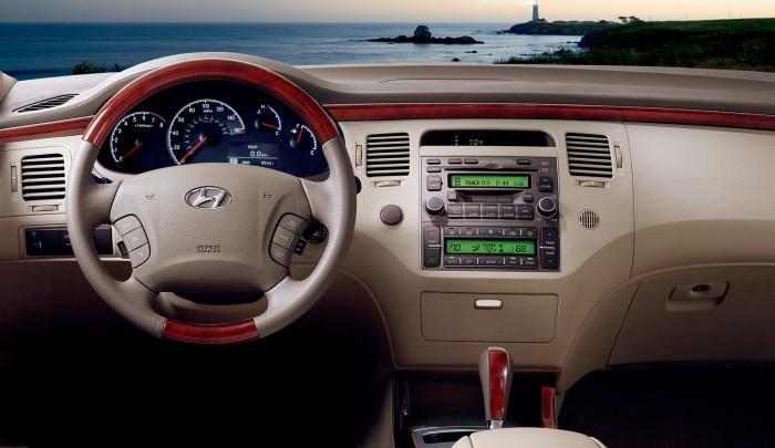 Toyota Camry Le 2011 Hyundai Azera History | The News Wheel