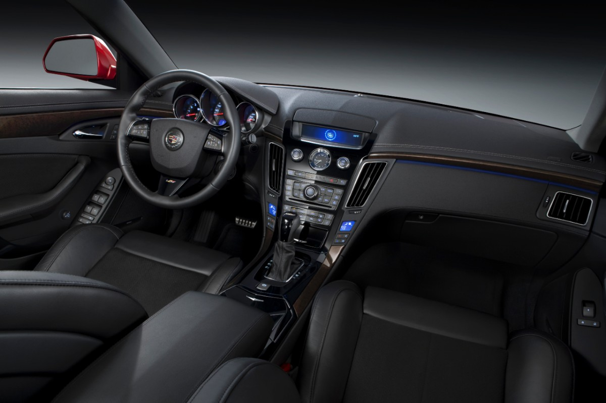 2013 CTS-V wagon interior