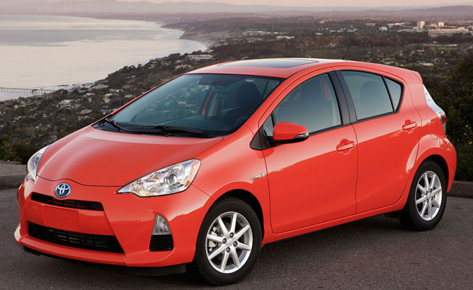 2013 toyota prius c overview the news wheel. Black Bedroom Furniture Sets. Home Design Ideas