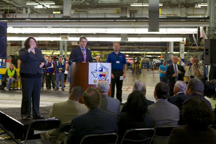 Rick Perry thanks workers for GM's Commitment to Texas.