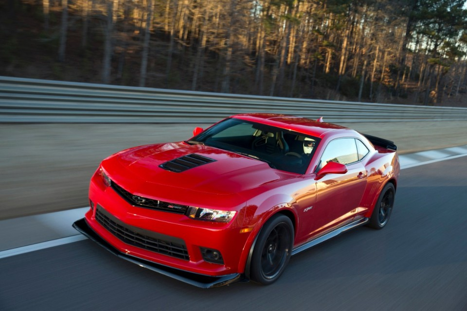 2015 Corvette Z06 and 2015 Camaro Z/28 Land on Hagerty Hot List 2015