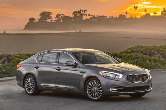 2015 Kia K900 price lowered by new trim