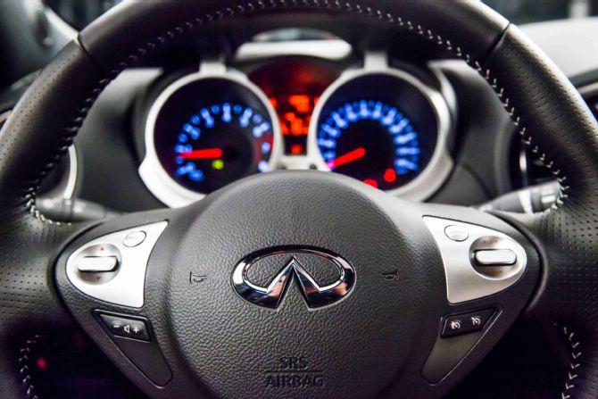 infiniti-esq-steering-wheel