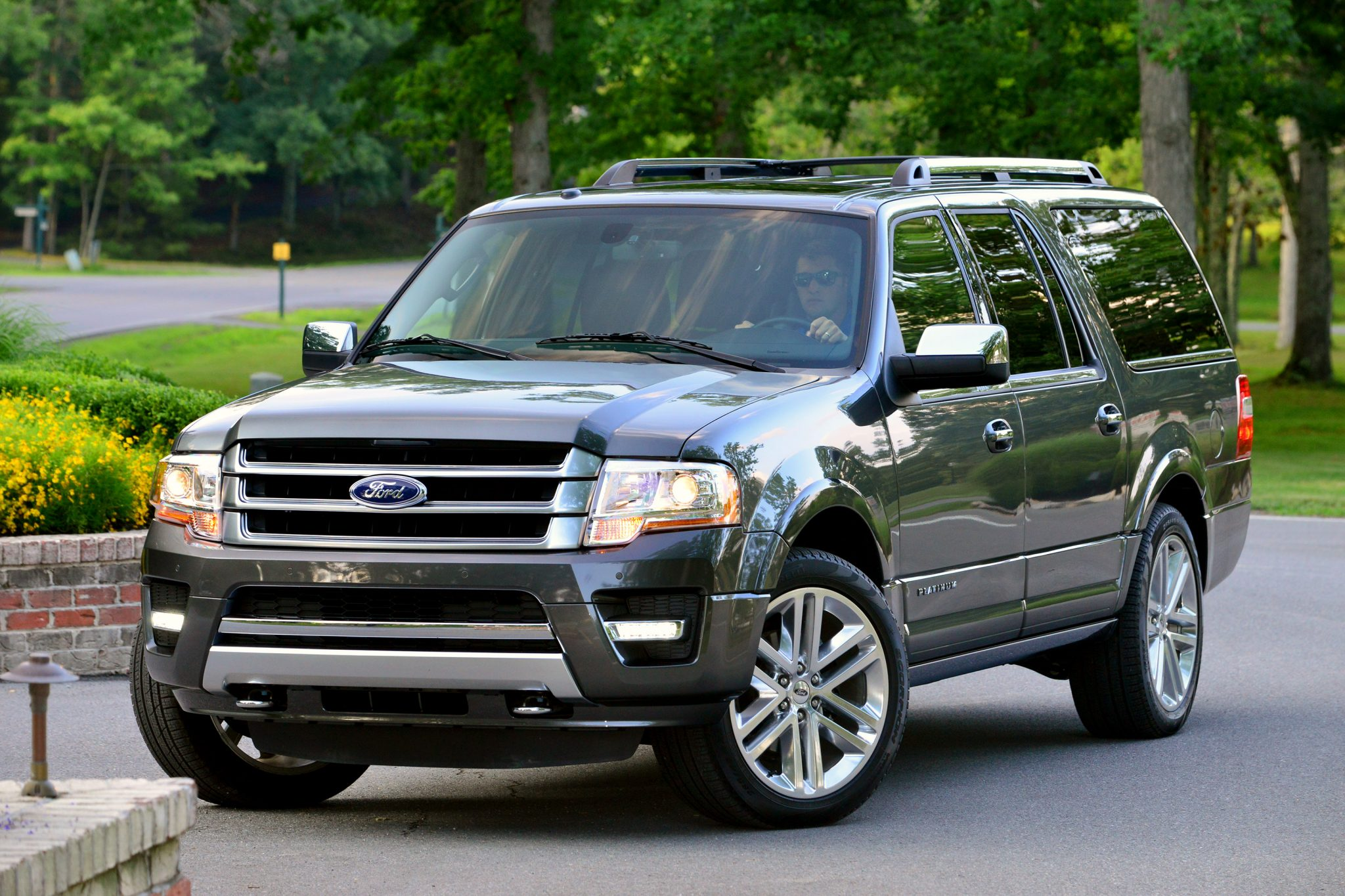 2006 ford expedition towing capacity