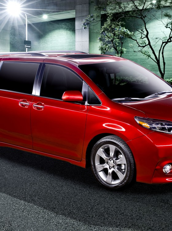 2015 toyota sienna driver easy speak is your new best friend the news wheel. Black Bedroom Furniture Sets. Home Design Ideas