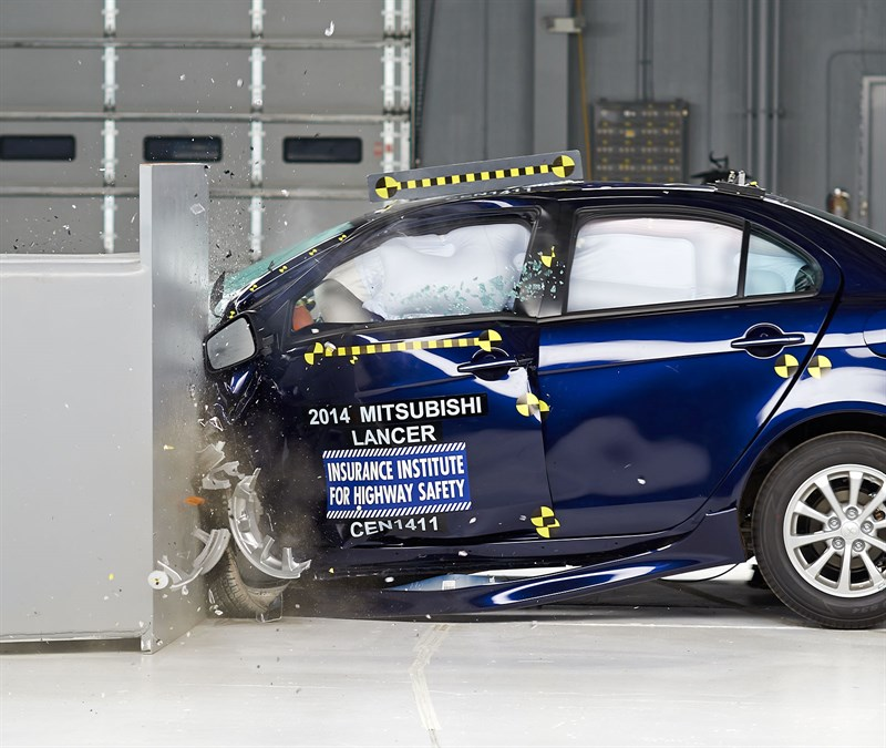 2014, 2015 Lancer Named IIHS Top Safety Pick
