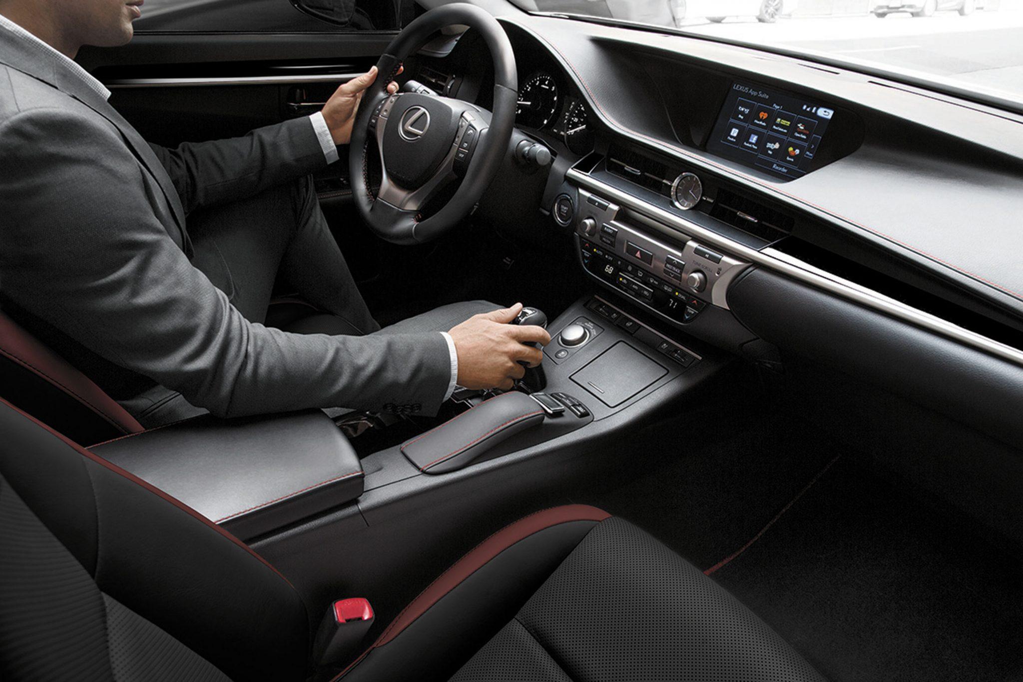 2015_Lexus_Crafted_Line_ES_002