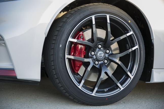 2015 Nissan 370Z exterior