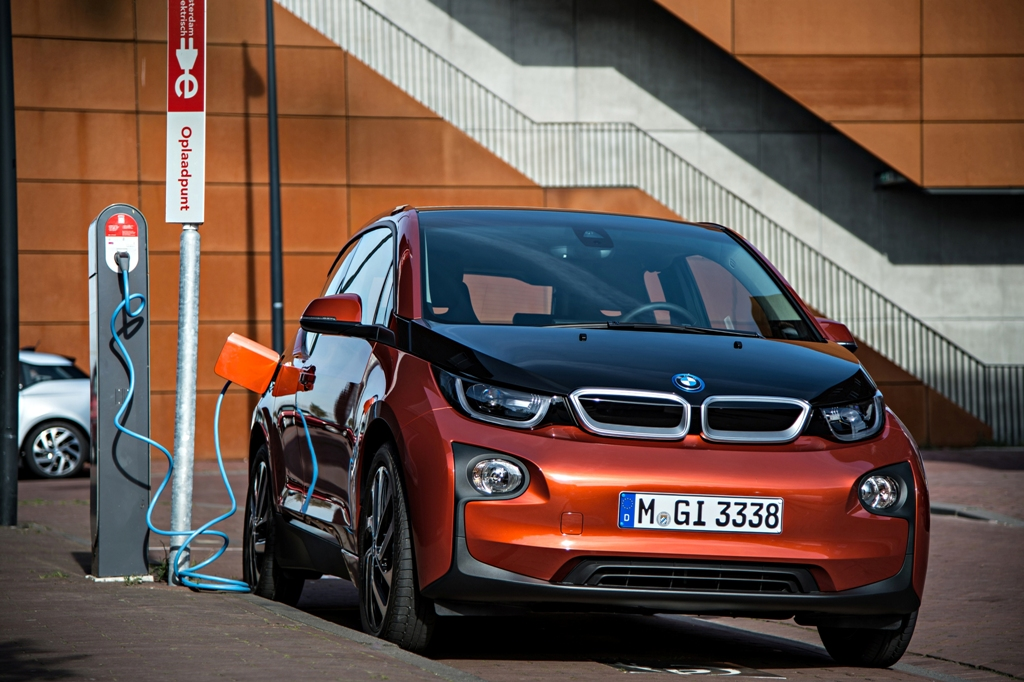BMW i3 can charge using BMW i DC Fast Charger