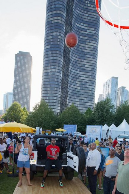 Basketball fans take on Kyrie Irving in the Open Air Challenge (in Chicago).