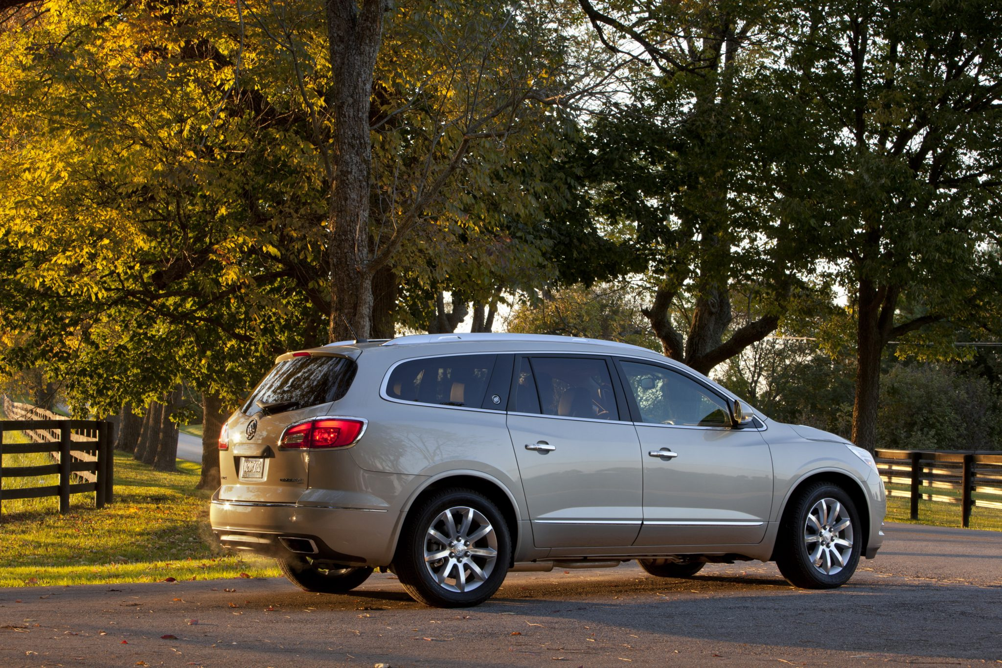 2015 buick enclave overview the news wheel. Black Bedroom Furniture Sets. Home Design Ideas