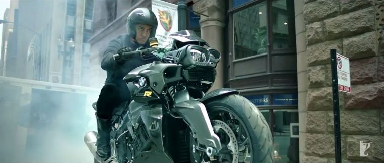 Dhoom:3 Bollywood action movie BMW motorcycle stunts motorcycles 2