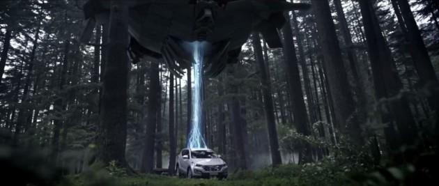 Hyundai Santa Fe outruns aliens Commercial 3