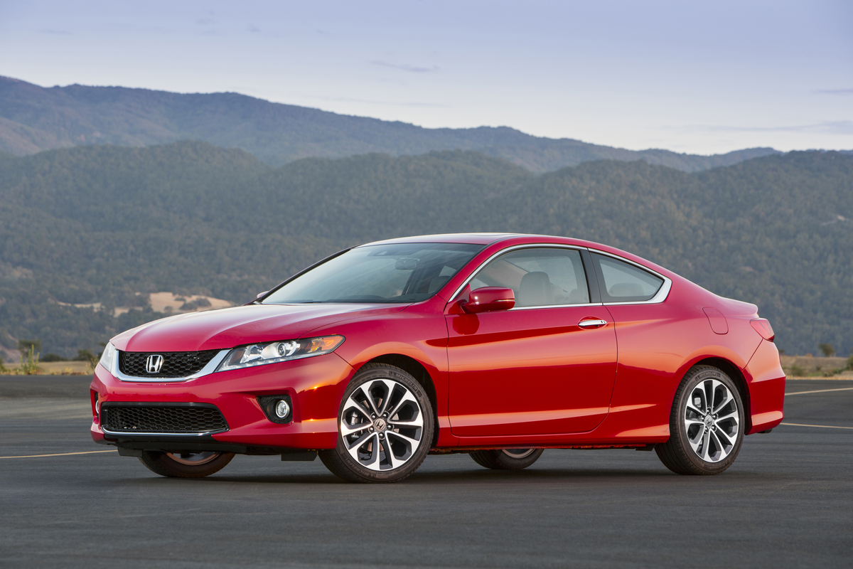 Honda civic accord cr v and odyssey named 2015 kbb best for Honda accord vs honda civic