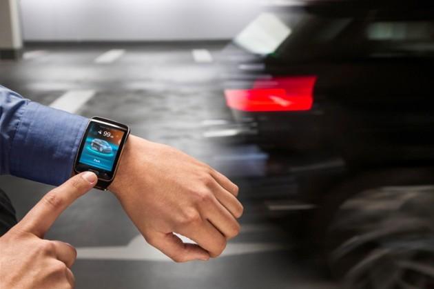 BMW's Remote Self-Parking Valet smartwatch car hand