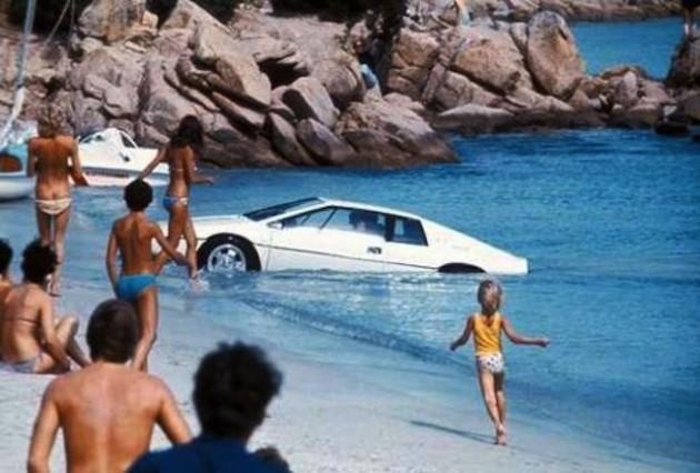 James Bond Range Rover stolen