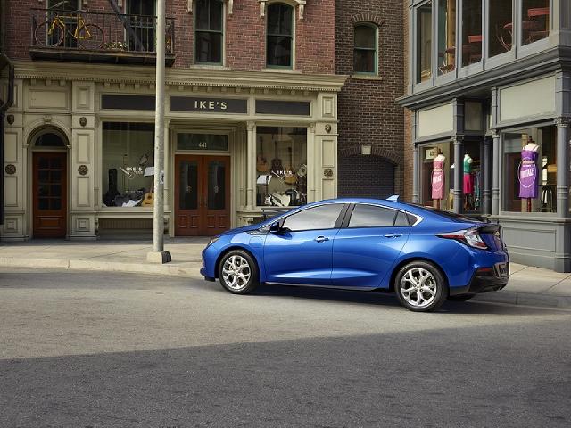 2016-Chevrolet-Volt-013 (640x480)