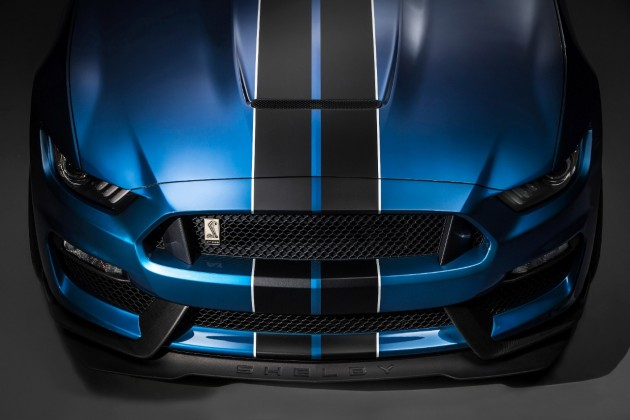 Shelby GT350R beats Z/28