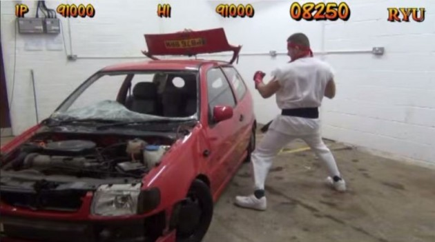 Street Fighter's Car Crusher Stage bonus Ryu wreck vehicle video game
