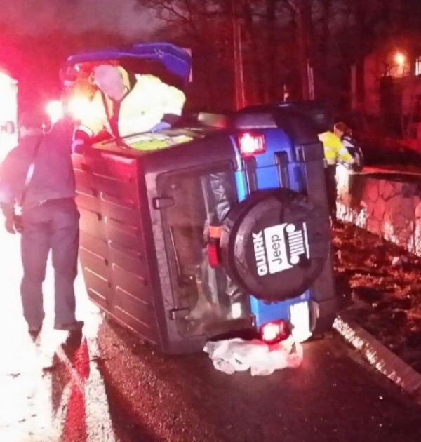 Patriots' Vince Wilfork helps woman in overturned Jeep