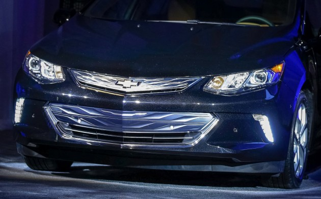 Another look at the redesigned front fascia of the 2016 Chevy Volt