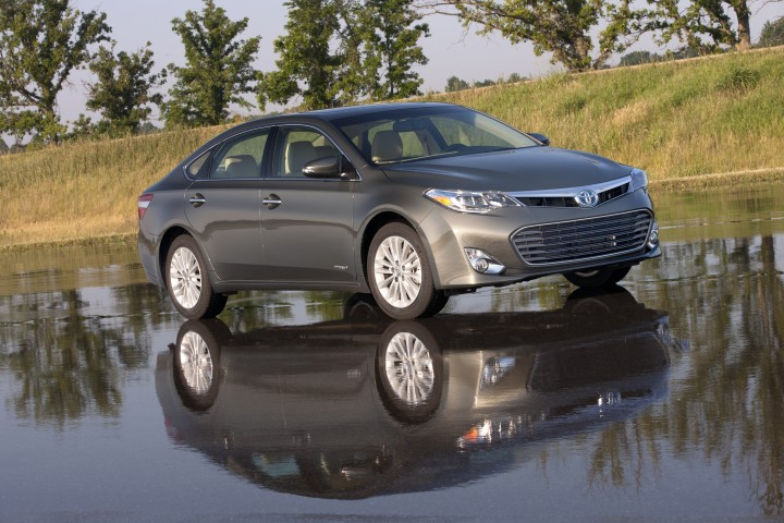 2015 Toyota Avalon Hybrid Overview