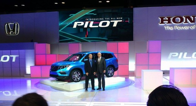 2016 Honda Pilot SUV Debut at Chicago Auto Show 3